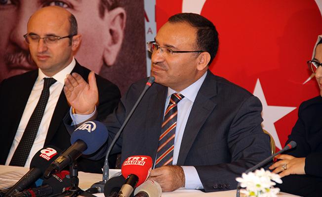 """Adalet Bakanı Bekir Bozdağ: """"Barolar Birliğinin levhasını değiştirsin Feyzioğlu, Alternatif CHP yazsın"""""""