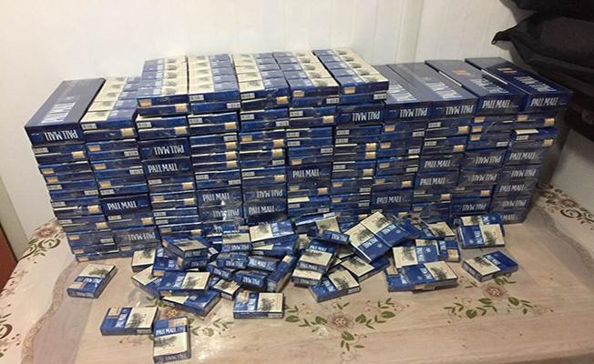 Tırın zulasında 976 paket kaçak sigara ele geçti