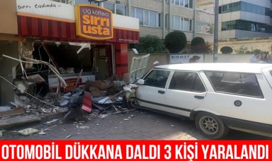 Bursa'da otomobil dükkanlara çarptı: 3 yaralı