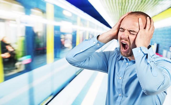"""""""Online olamama korkusu panik atak geçirtiyor"""""""