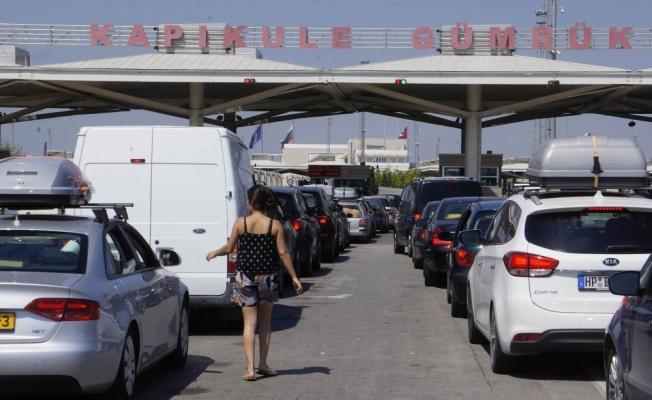 Tatil Bitti Sınır Kapısında Uzun Kuyruklar Oluştu