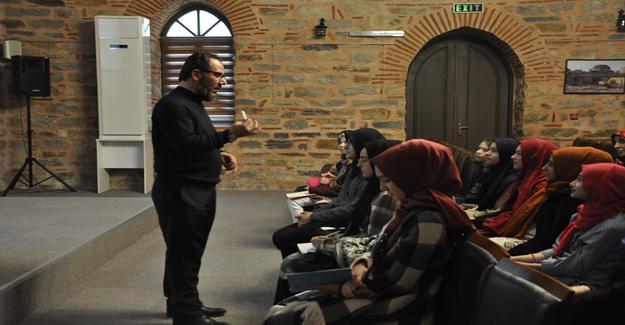 Geleceğin yazarları İncirli Kültür Merkezi`nde buluştu
