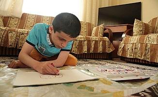 Engelli öğrencisinin günlük yaşamını 3 yıl fotoğrafladı
