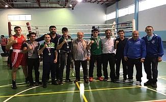 Büyükşehir`in boksörleri ringin tozunu aldı