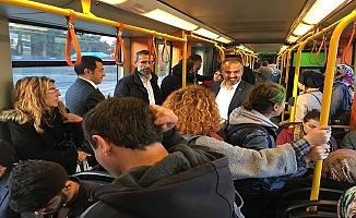 Başkan Aktaş Vatandaşın Sorunlarını Metroda Dinledi