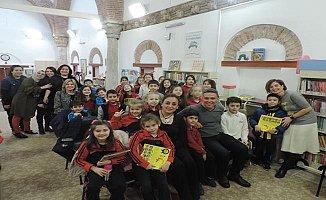 Defne Ongun Müminoğlu Bursa'da okurlarıyla buluştu