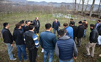 Turgutalp Mahallesinde Çiftçilere Meyve Budama Eğitimi