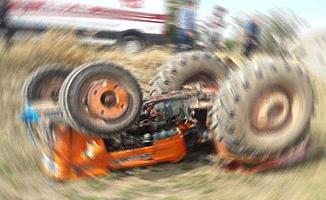 Bursa'da Devrilen Traktörde Bulunan 3 Kişi Yaralandı