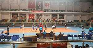 Karacabey Belediyespor Voleybol Takımı 2. Lig Yolunda Fırtına Gibi