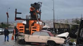 TEM Otoyolu'ndaki Kazada Çekici ve Taşıdığı Araç Devrildi