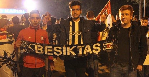 Beşiktaş kafilesi Adana'ya geldi