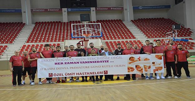 Nesine.Com Eskişehir Basket prematüre çocuklar için pankart açtı
