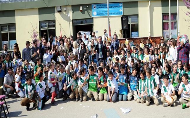 Bursaspor'lu Futbolcular Minik Öğrencilerle Buluştu