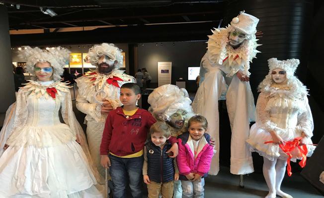 """Çocuk Bayramı'nı  """"Tiyatro Karnavalı"""" ile kutladılar"""