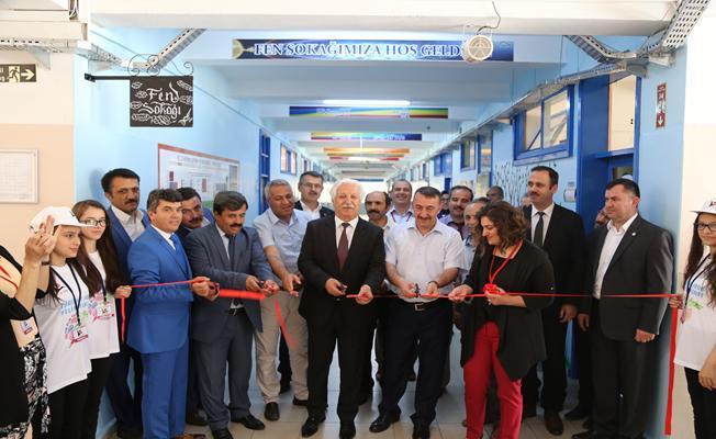 Bursa'da 4006 TÜBİTAK Bilim Fuarı açıldı