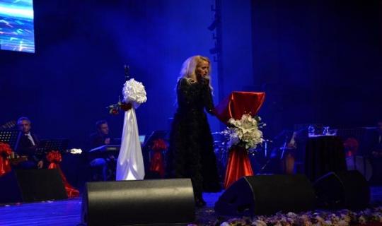 Niran Ünsal Bursa'da konser verdi
