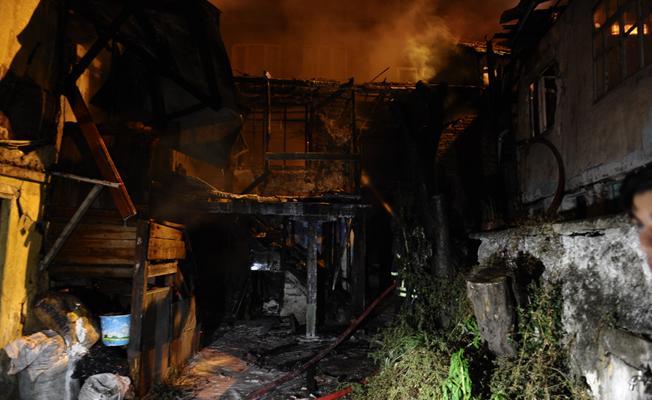 Bursa Osmangazi'de metruk bina yangını