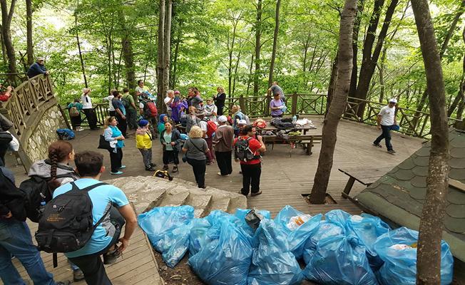 Doğanın gönüllü temizlikçileri iş başında
