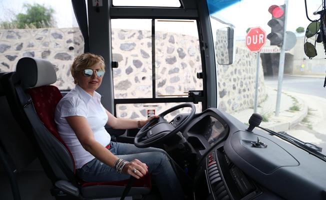 Kadın şoför 23 yıldır direksiyon sallıyor