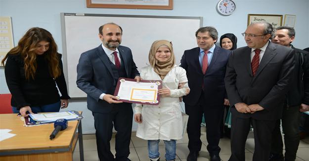 Başkan Edebali'den Minik Öğrencilere Karne Sürprizi