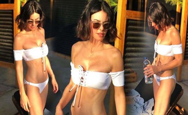 Defne Samyeli'nin bikinili pozları sosyal medyada büyük ilgi gördü