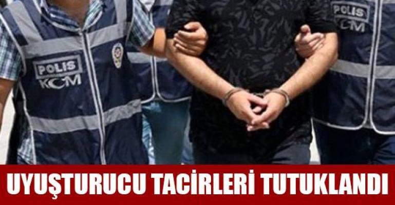 Bursa'da Zehir Tacirleri Otomobille Kaçarken Yakalandı!