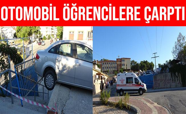 Antalya'da El Freni Çekilmeyi Unutulan Otomobil Öğrencilere Çarptı