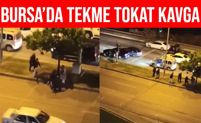 Bursa'da Cadde Ortasında Tekme Tokat Kavga Ettiler