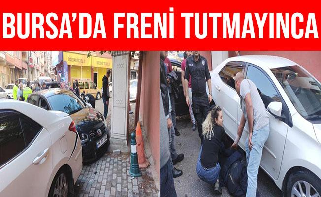 Bursa'da Freni Tutmayan Otomobil Araçların Arasında Daldı