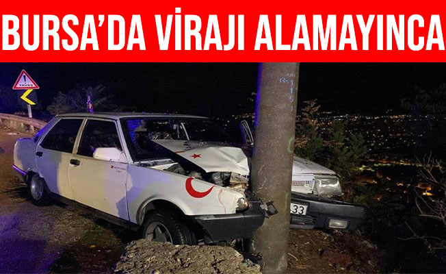 Bursa'da Virajı Alamayan Otomobil Aydınlatma Direğine Çarptı