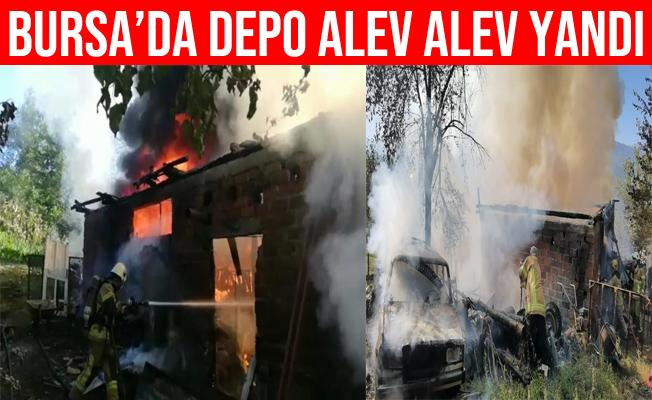 Bursa'daki Depo Yangınında Otomobil Hurdaya Döndü