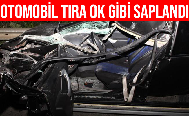 Sakarya'da Kontrolden Çıkan Otomobil Tıra Ok Gibi Saplandı