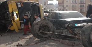 Ankara'da freni patlayan nakliye kamyonu devrildi