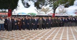 Atatürk Saygı ve Minnetle Anıldı
