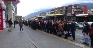 Caddenin ortasında durup Atatürk'ü böyle andılar