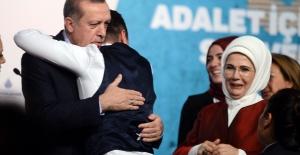 Cumhurbaşkanı Erdoğan'a bir gençten sevgi gösterisi