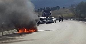 Eskişehir'de otomobil cayır cayır yandı