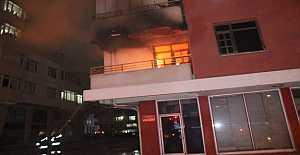 Apartmanda çıkan yangında kurtarma operasyonu
