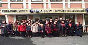 İstanbul'da lise öğrencilerinden polise destek ziyareti