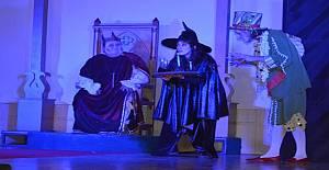 'Kralın Diş Ağrısı` Kestel`de sahnelendi