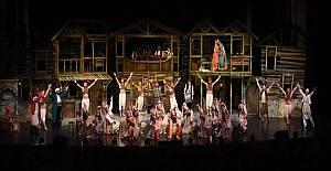 Şehir Tiyatrosu`nun prömiyer coşkusu