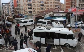 İzmir'de dolmuşçular yolu kapattı, gergin anlar yaşandı