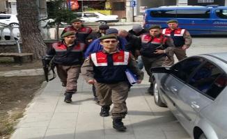 İzmir'de göçmen kaçakçısı 7 kişi yakalandı