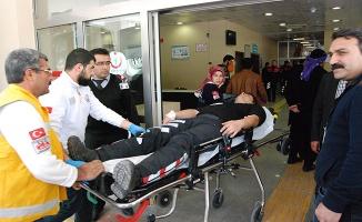 Polisler kaza yaptı: 3 yaralı