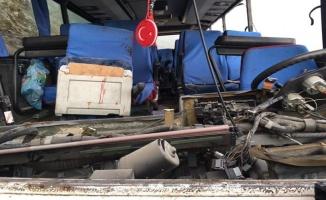 TIR, İşçi Dolu Midibüsle Çarpıştı: 2 Ölü 24 Yaralı