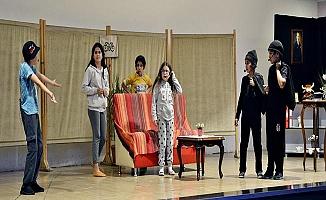 Mustafakemalpaşa`da sahne çocukların