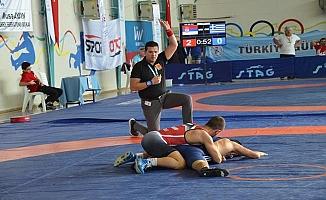 Balkan Güreş Şampiyonası İznik'te Başladı