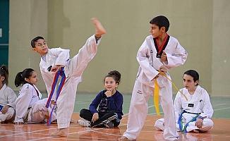 Yıldırım'lı çocuklar taekwondo öğreniyor