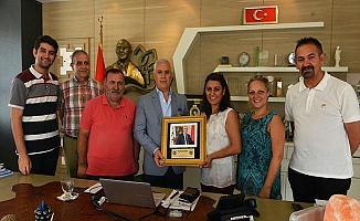 Bursa Kanser Derneği Bozbey'e Teşekkür Plaketi Verdi