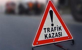 İzmir Menderes'te Kamyon Minibüse Çarptı: 16 Yaralı